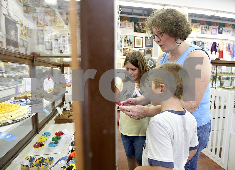 Monica Maschak - mmaschak@shawmedia.com<br /> Helen Krueger (back), 9, and Norm Krueger (front), 5, look at all the baked goods on display with their grandmother, Elaine Pfaff, at the Sandwich Fair on Saturday, September 7, 2013.