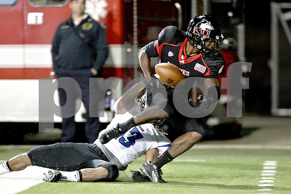 Monica Maschak - mmaschak@shawmedia.com<br /> Wide receiver Da'Ron Brown misses the touchdown pass attempt in the fourth quarter of Northern Illinois hosting Eastern Illinois on Saturday, September 21, 2013. The Huskies won 43-39.