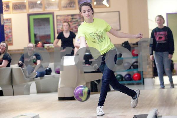 dspts_1201_syc_bowling2.jpg