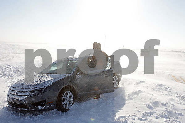 Rob Winner – rwinner@shawmedia.com<br /> <br /> A good samaritan helps a stranded motorist on Somonauk Road just north of Perry Road in Pierce Township on Monday morning.