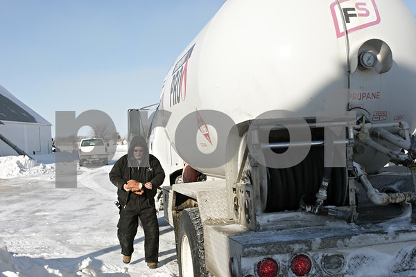 Rob Winner – rwinner@shawmedia.com<br /> <br /> Gary Metcalf of Conserv FS prepares to fill a propane tank at a DeKalb business on Monday, Jan. 27, 2014.