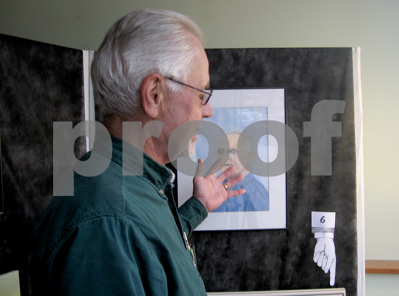 Andrea Azzo - aazzo@shawmedia.com<br /> Sycamore resident Ed Kuhn talks about a portrait in the Faces Around Town art contest, which challenged residents to correctly identify the subjects in seven portraits.