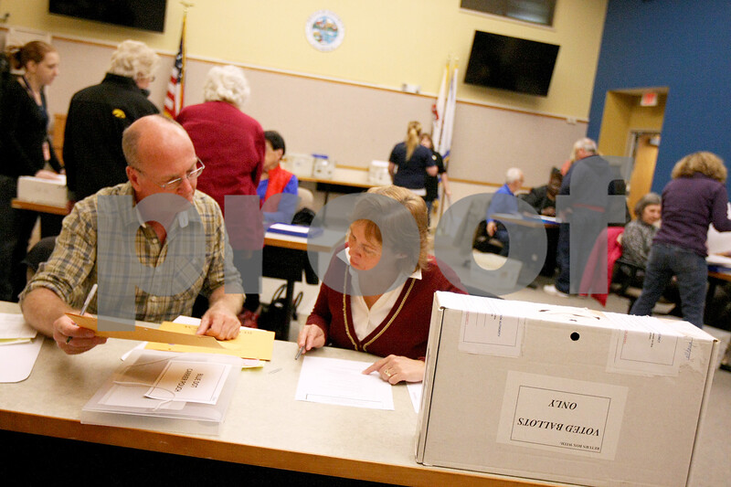 dnews_1105_election_night6.jpg