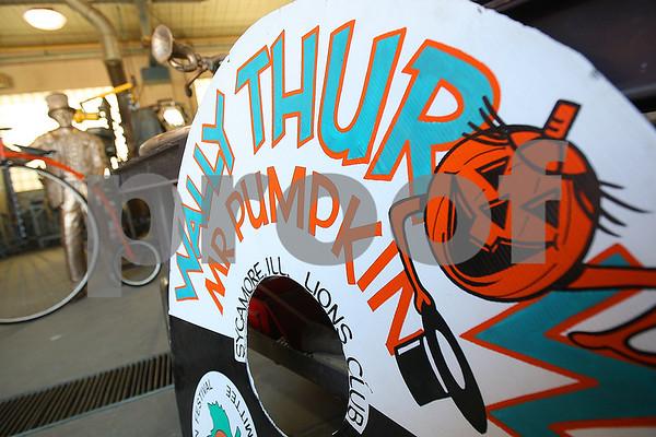 dnews_0905_MrPumpkinStatue3