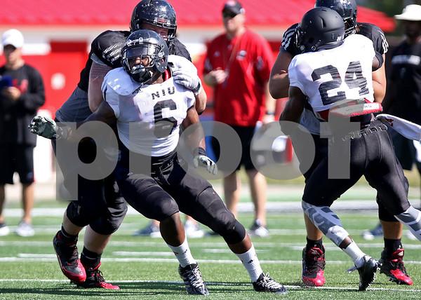 Monica Synett - msynett@shawmedia.com<br /> Linebacker Bobby Jones IV (6) plays the gap during football practice on Tuesday, August 11, 2015.