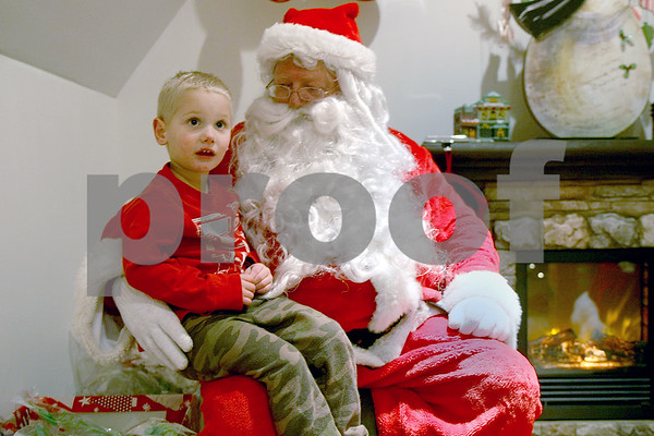 dnews_1205_Santa.Sycamore1
