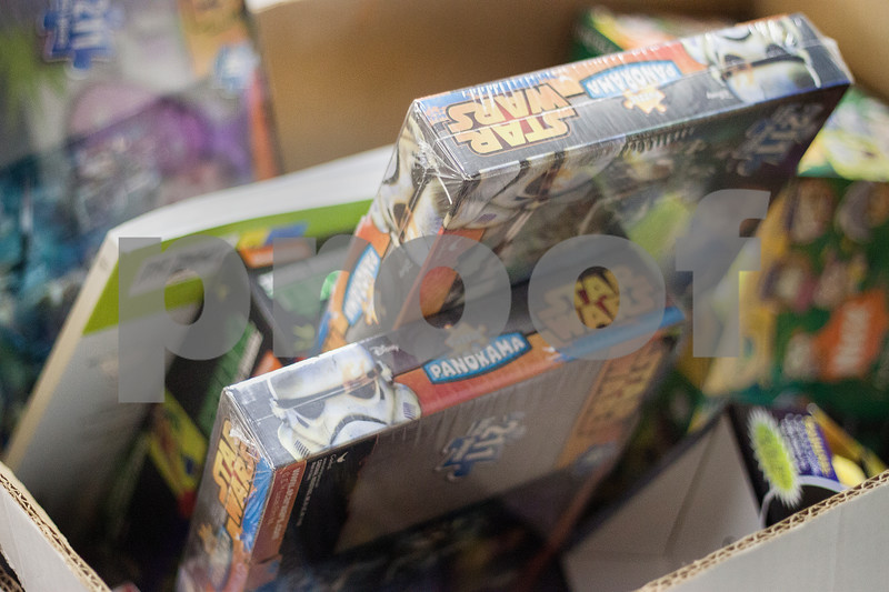 dnews_1128_toys.for.tots3