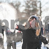 dnews_0203_NIUSnowballFight1