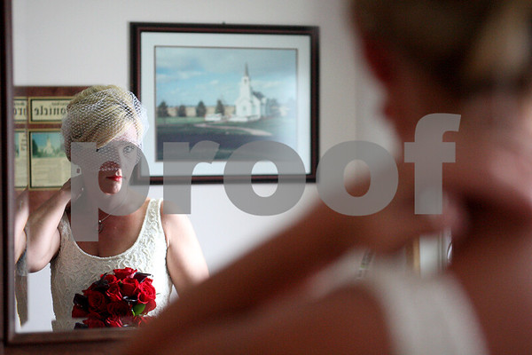 dnews_0216_valentines_day_wedding2.jpg