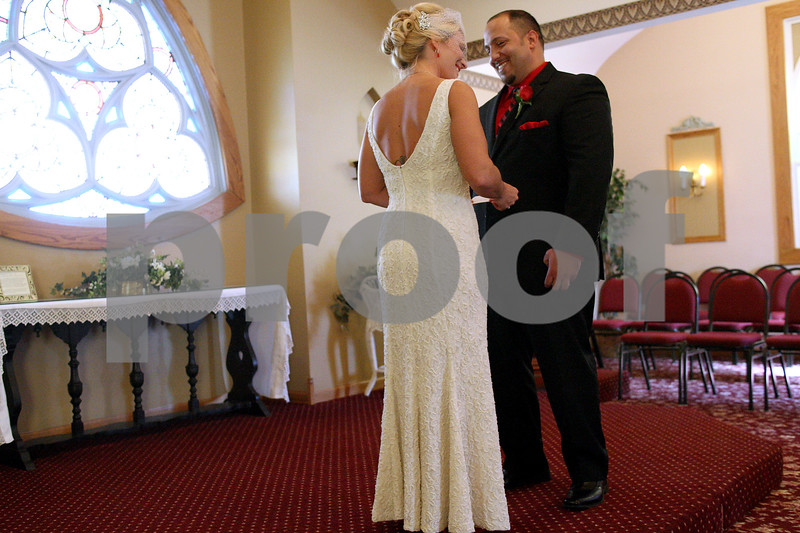 dnews_0216_valentines_day_wedding3.jpg