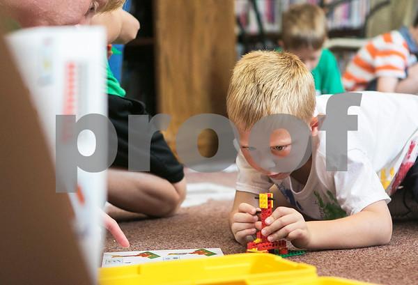 dnews_0728_LegoBuildingStandalone1