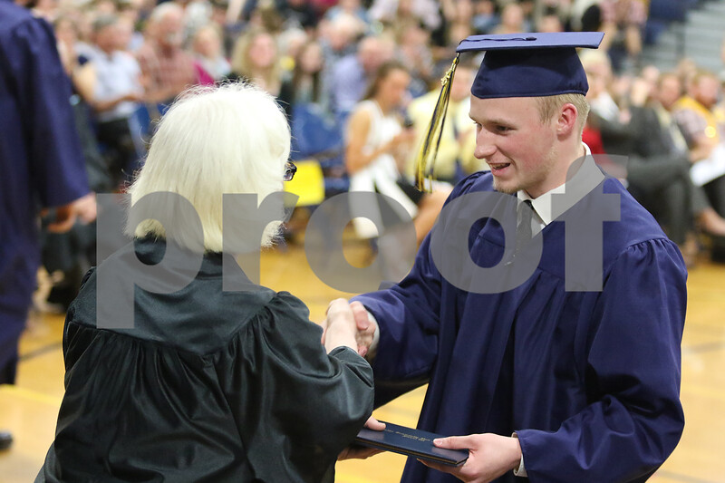 dnews_0523_hiawatha_graduation9.jpg