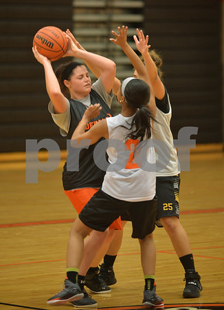 dspts_1117_dekgirls_hoops2.jpg
