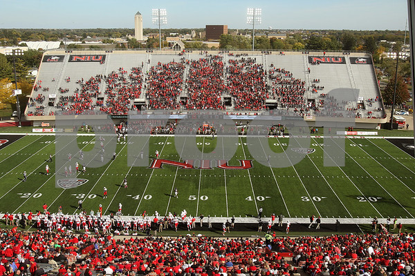 dspts_1011_niu_bst_fbstadium1.JPG
