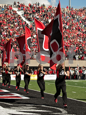 dspts_0924_niu_murray_fball20.jpg
