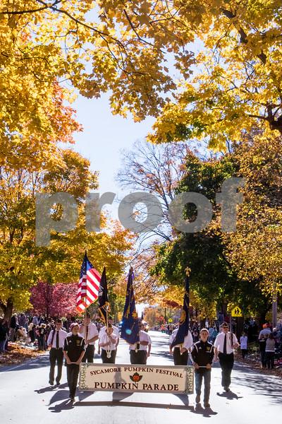 Sam Buckner for Shaw Media<br /> The Sycamore Pumpkin parade start off, on Sunday October 25, 2015.
