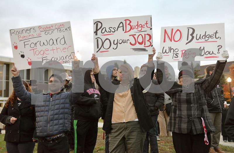 dnews_1030_niu_protest1.JPG