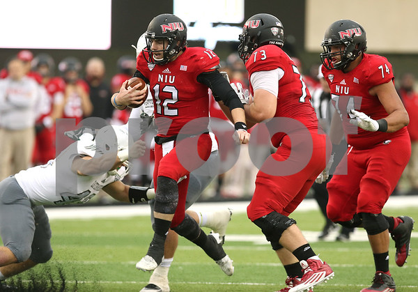 dspts1025_niu_eam_football5.JPG