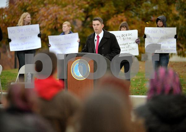 dnews_1030_niu_protest2.JPG