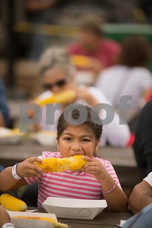 dnews_0831_cornfest1.jpg