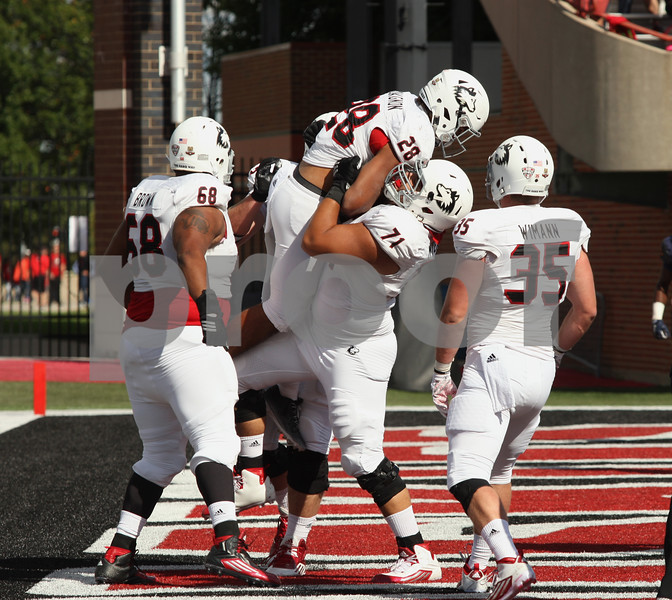 dspts_0914_niu_murray_fball4.jpg