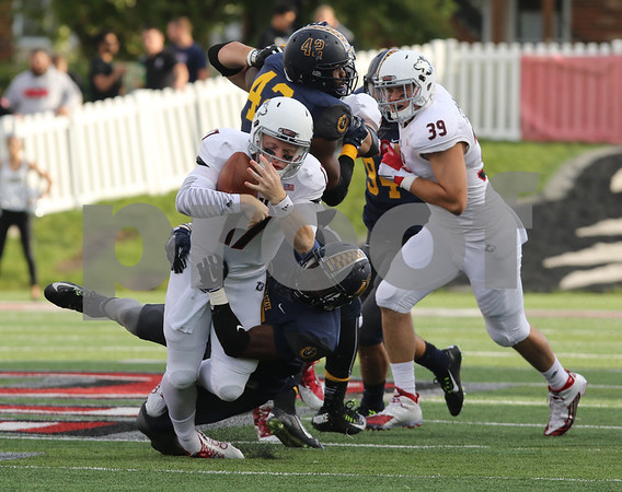 dspts_0914_niu_murray_fball9.jpg
