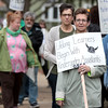 knews_thu_413_GEN_InformationalPicket1