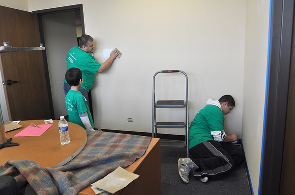Comcast Cares volunteers at WDSRA