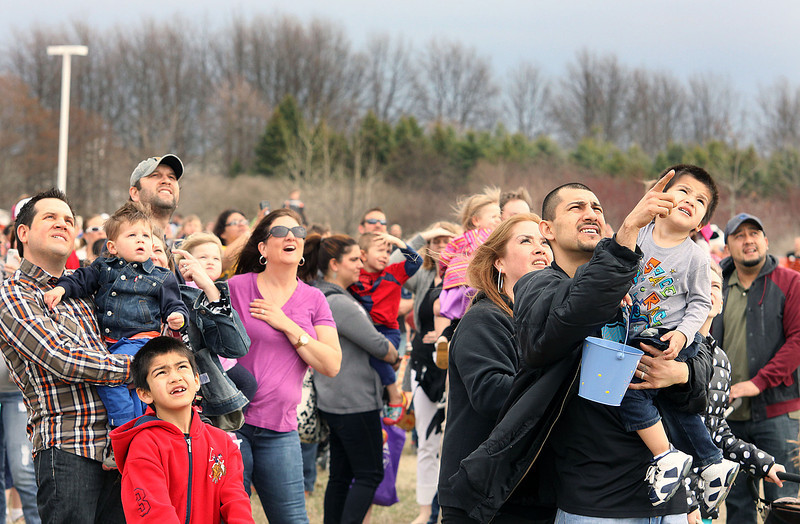 Jeff Krage – For Shaw Media<br /> Families watch as a helicopter with the Easter Bunny on board approaches Faith Baptist Mill Creek for Saturday's egg hunt.<br /> Geneva 4/12/14
