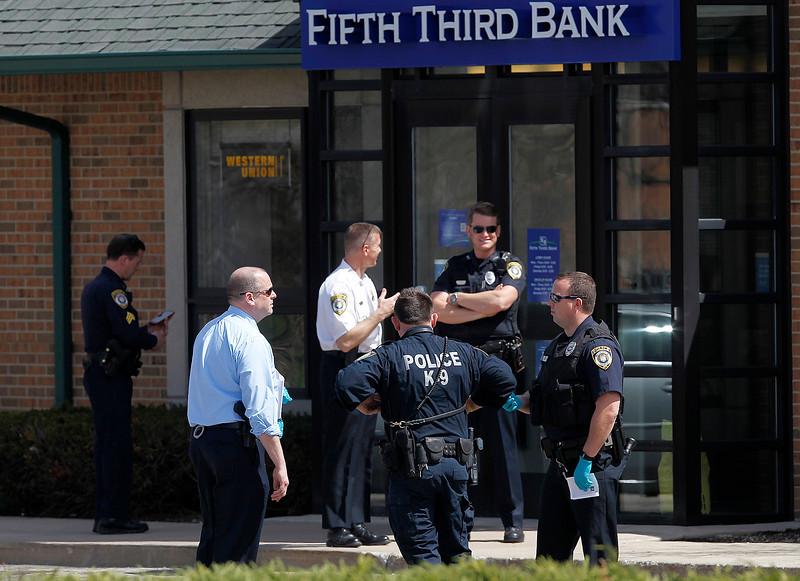 hnews_thurs0416_woodstock_bank_robbery_01