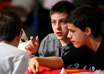hnews_Fri0424_scholastic_bowl_01