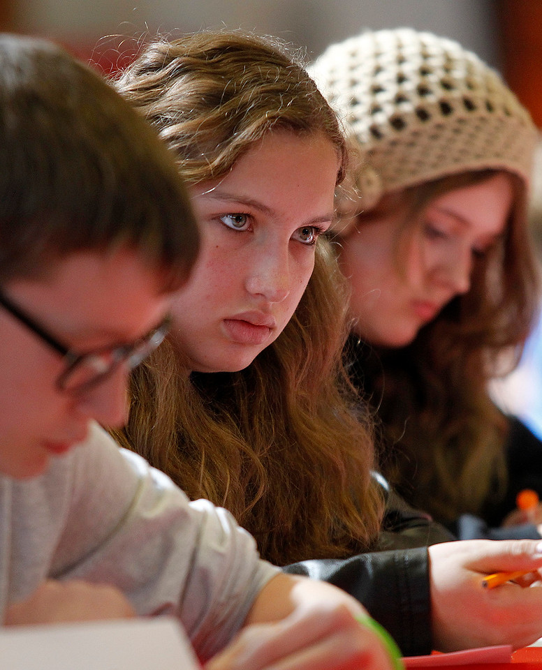 hnews_Fri0424_scholastic_bowl_