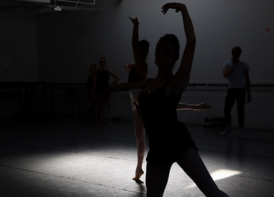 hnews_thur0407_ballerina13.jpg