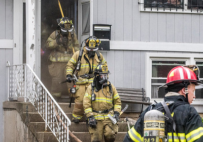 hnews_thur0421_Cary_Fire2.jpg