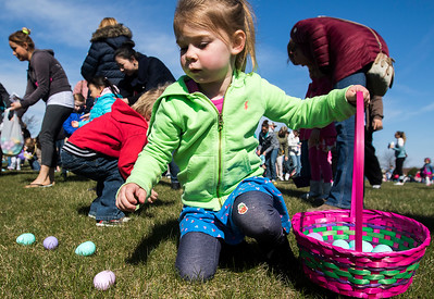 hnews_sun0408_Easter_Egg_Hunt_01.jpg