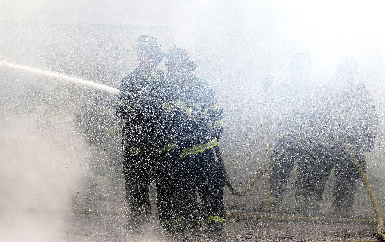 hnews_sat422_lkmoor_fire10