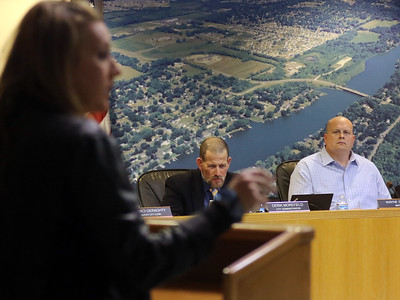 hnews_0402_McHenry_Council_03