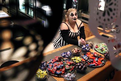 hnews_0404_April_Halloween