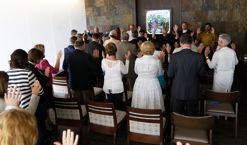 WEB_chapel_blessing10