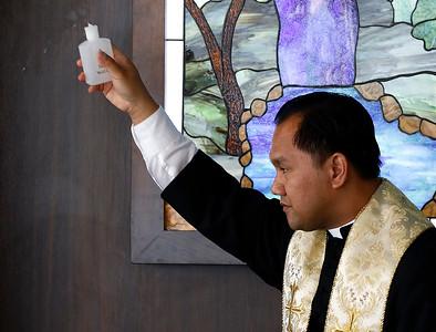 WEB_chapel_blessing04
