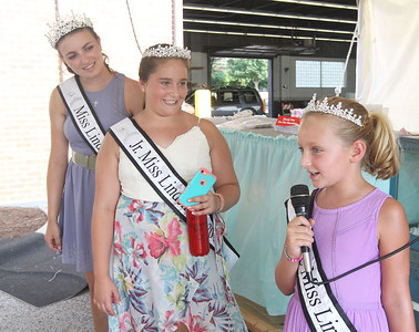 Candace H. Johnson-For Shaw Media Newly crowned 2018 Lindenhurst queens, Joanne Gorski, 19, Mara Quane, 12, and Paige Laughman, 8, introduce themselves during Teen BINGO at Lindenfest in Lindenhurst. (8/11/18)
