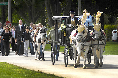 hnews_0831_Horsedrawn_funeral