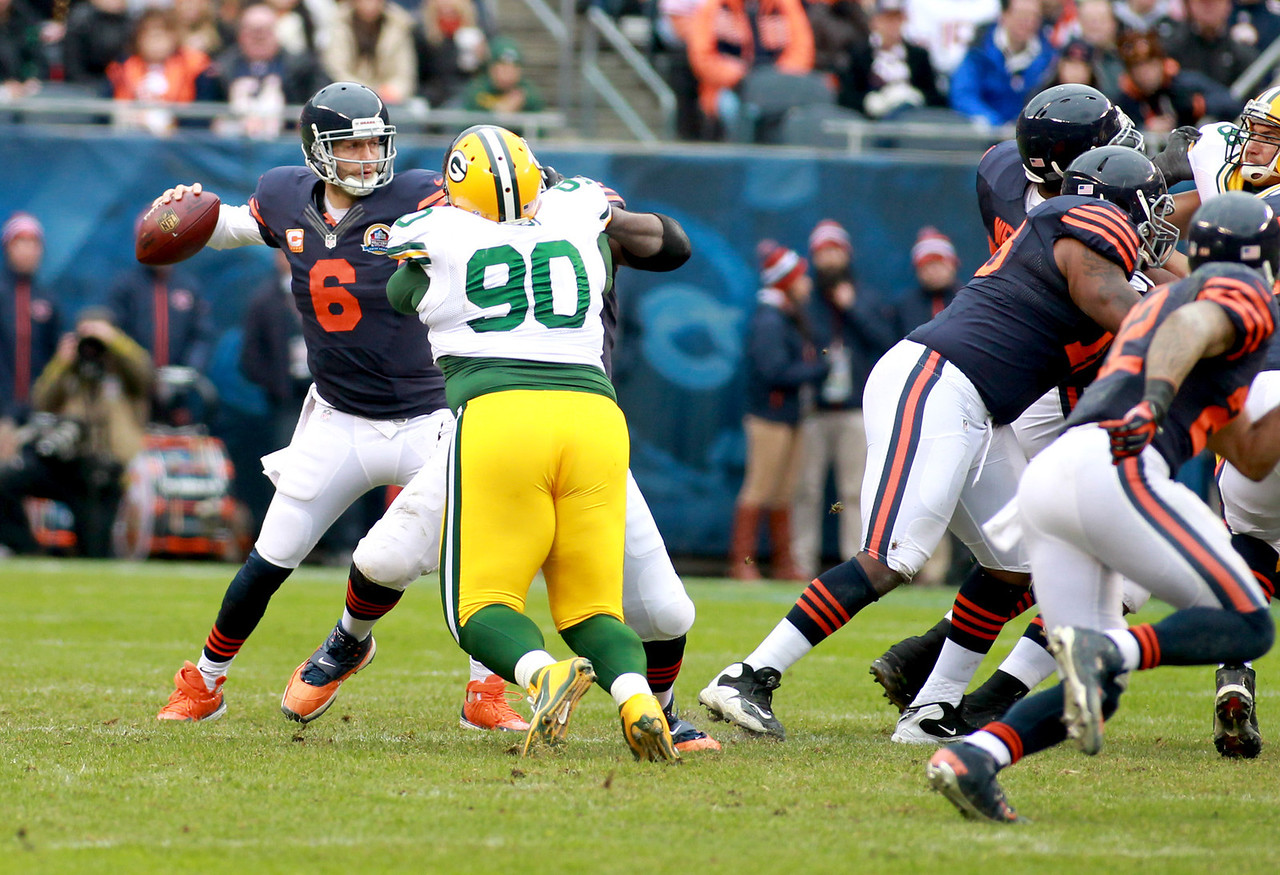 Chicago Bears quarterback Jay Cutler passes the ball in the first half of their 21-13 loss to the Green Bay Packers at Soldier Field Sunday.(Sandy Bressner photo)