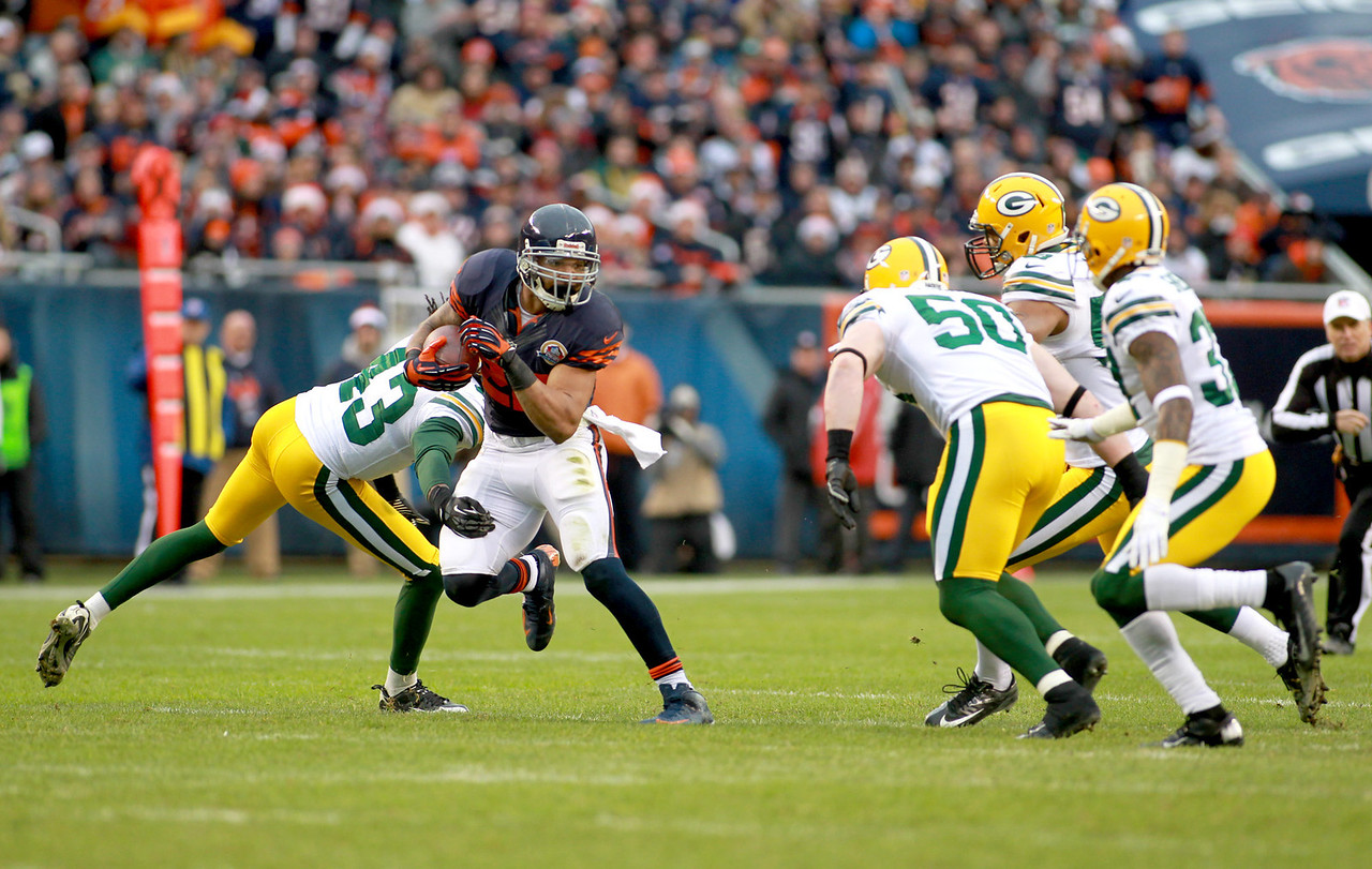 Chicago Bears running back Matt Forte runs the ball in the first half of their 21-13 loss to the Green Bay Packers at Soldier Field Sunday.(Sandy Bressner photo)