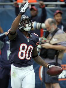H. Rick Bamman - hbamman@shawmedia.com Earl Bennett aknowledges the crowd after scoring a touchdown in the first quarter.