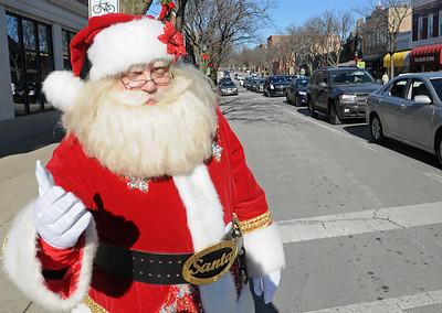 Santa spotted in Glen Ellyn