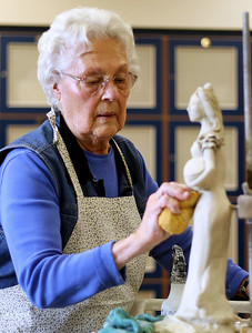 hnews_wed1202_Clay_Sculpture_04