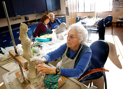 hnews_wed1202_Clay_Sculpture_02