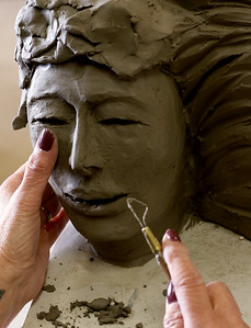 hnews_wed1202_Clay_Sculpture_03