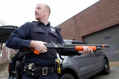 hnews_wed1203_Fewer_Police_